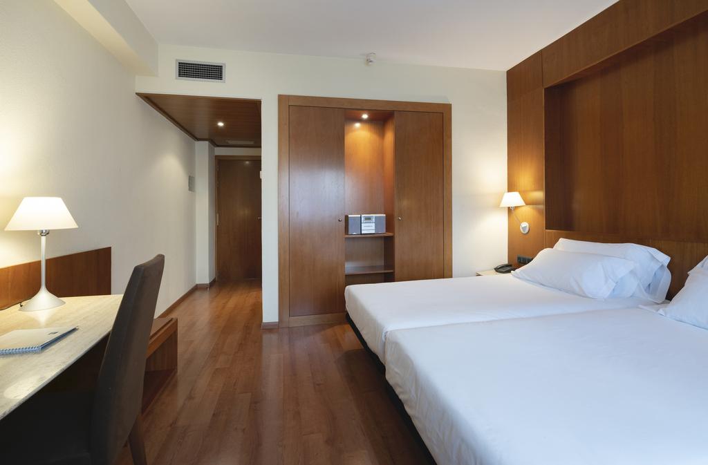 Habitación Triple-Hotel Berenguer IV.